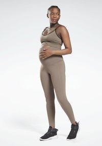Reebok - LUX MATERNITY STUDIO LEGGINGS - Leggings - trek grey - 0