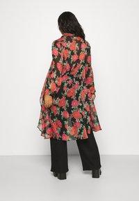 Simply Be - BLURRED FLORAL MAXI SHIRT - Skjorte - black - 2