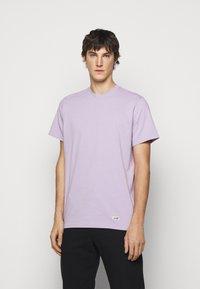 ARKK Copenhagen - BOX LOGO TEE - Basic T-shirt - wisteria - 0