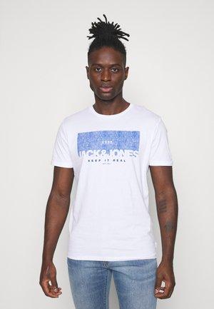 JJDENIMTEE CREW NECK - T-shirt con stampa - white