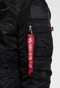 Alpha Industries - NASA - Bombejakke - all black - 4