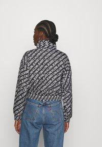 Calvin Klein Jeans - PACKABLE HOOD WINDBREAKER - Summer jacket - black - 2