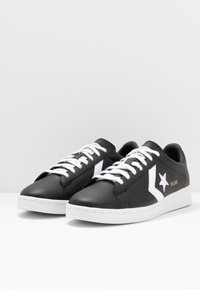 Converse - PRO LEATHER - Sneakers - black/white - 2