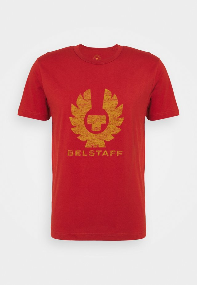 COTELAND - T-shirt print - red ochre/harvest gold