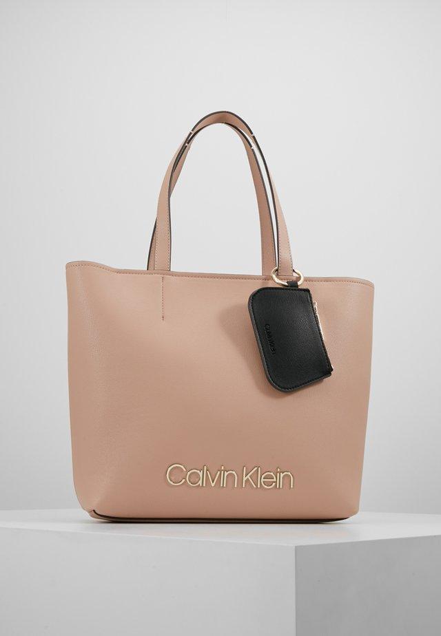 MUST - Handbag - pink