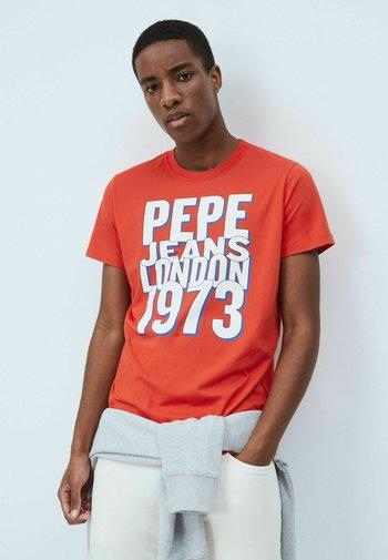 DARIAN - Print T-shirt - mars rot