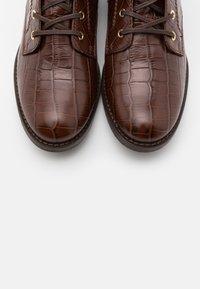 Cosmoparis - FIBI - Šněrovací kotníkové boty - marron - 5