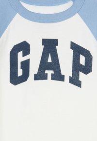 GAP - TODDLER BOY LOGO  - Camiseta estampada - new off white - 4