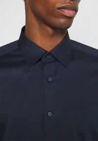 OLYMP Level Five - SUPER SLIM FIT - Kostymskjorta - marine - 4