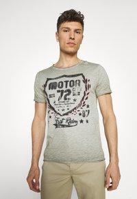 Key Largo - MOTOR CITY ROUND - Print T-shirt - green - 0