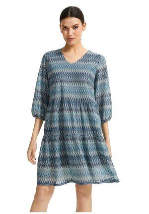 Day dress - mint green zig zag knit