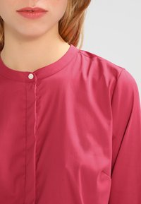 Mos Mosh - MATTIE - Button-down blouse - cherry - 3