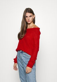 Missguided - OPHELITA OFF SHOULDER JUMPER - Svetr - red - 0