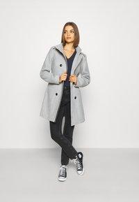 Vero Moda - VMCALAVERONICA  - Zimní kabát - light grey melange - 1
