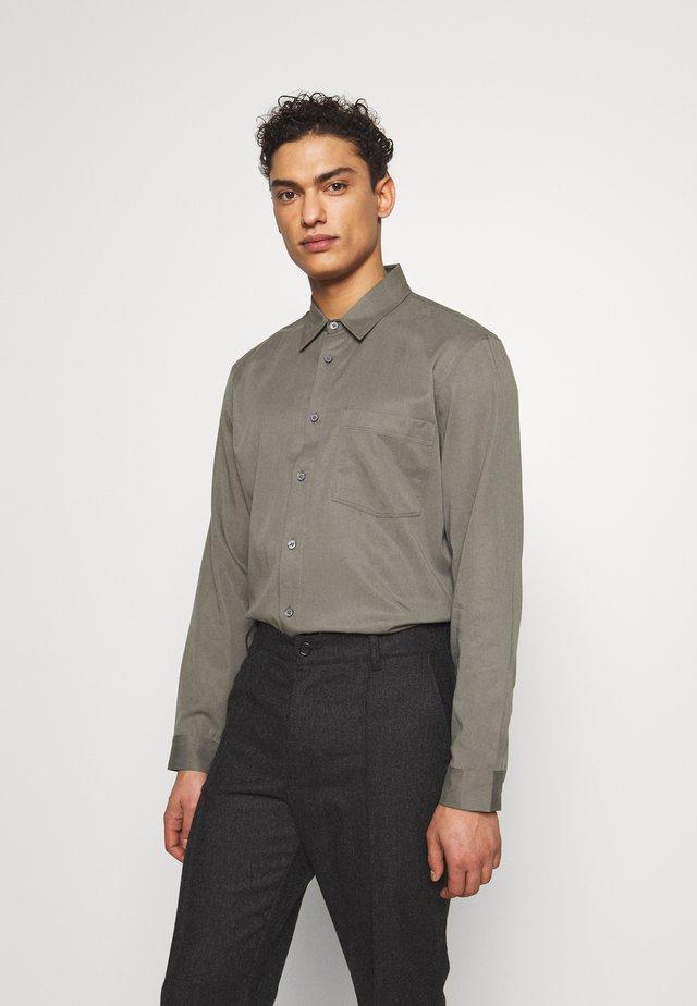 Shirt - pewter