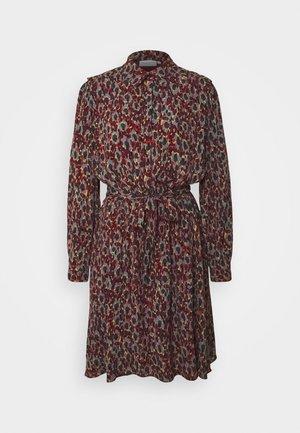 COUNTRY DRESS - Košilové šaty - rust/bordeaux