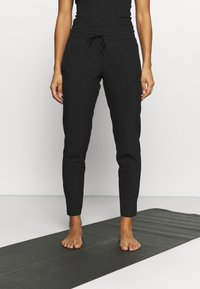 Puma - STUDIO TAPERED PANT - Jogginghose - puma black - 0