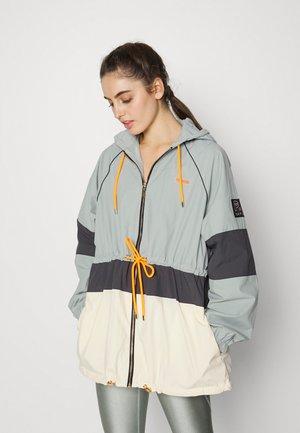 GAME DAY JACKET - Sportovní bunda - mirage gray
