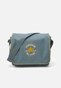 Converse - COATED RETRO MESSENGER UNISEX - Across body bag - grey - 0