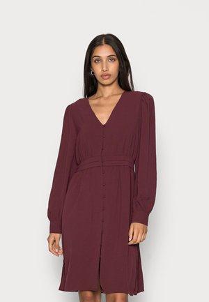 VMUNA DRESS - Shirt dress - port royale