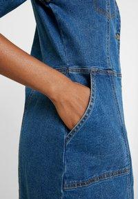 Soft Rebels - SRDEBBIE SHORT DRESS - Robe en jean - everyday mid blue - 7