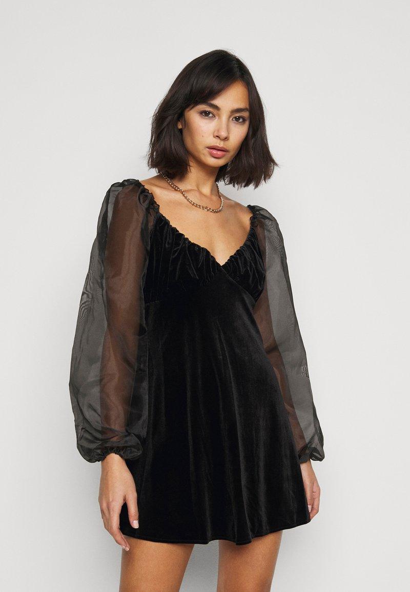 Missguided Petite - PUFF SLEEVE SKATER DRESS - Kjole - black