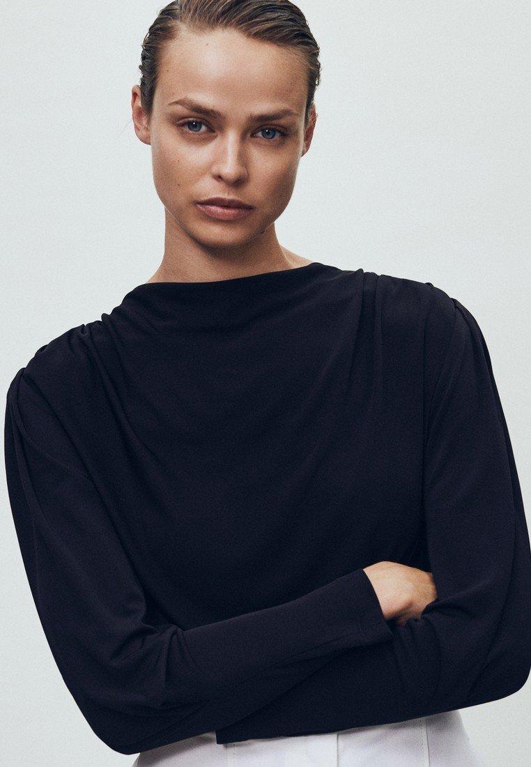 Massimo Dutti - MIT SCHULTERPOLSTERN - Bluzka z długim rękawem - black
