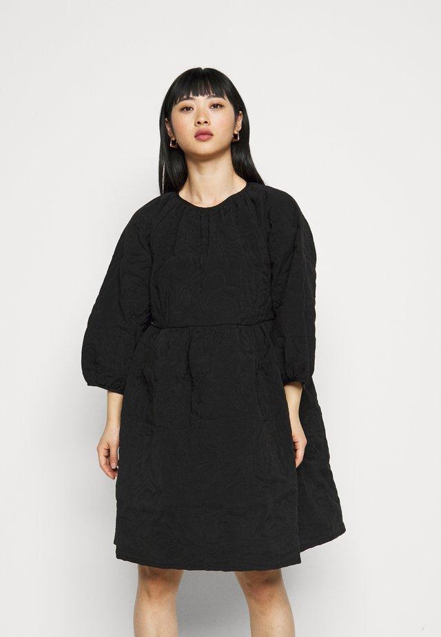 SLFKVIST  QUILTED DRESS - Kjole - black