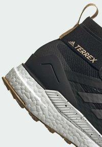 adidas Performance - TERREX FREE HIKER PRIMEBLUE WANDERSCHUH - Outdoorschoenen - black - 9