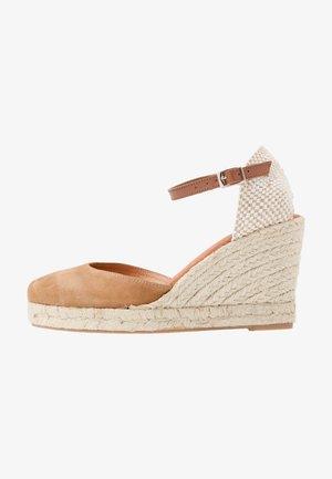 Sandalias de tacón - tan