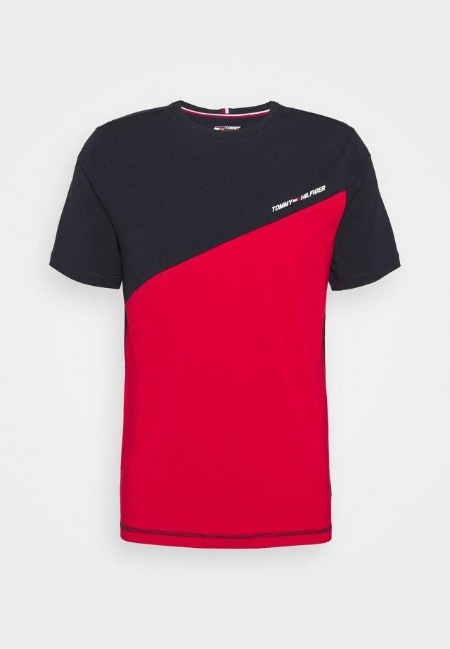 BLOCKED TEE - T-shirt imprimé - red