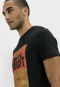 camel active - KURZARM  - Print T-shirt - asphalt - 3