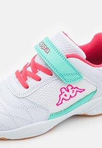 Kappa - DROUM II UNISEX - Sports shoes - white/pink - 5