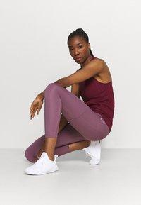 Nike Performance - 7/8 FEMME - Medias - light mulberry/white - 1
