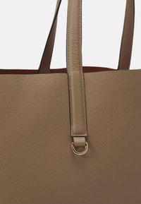 Coccinelle - MATINEE - Kabelka - taupe/caramel - 4