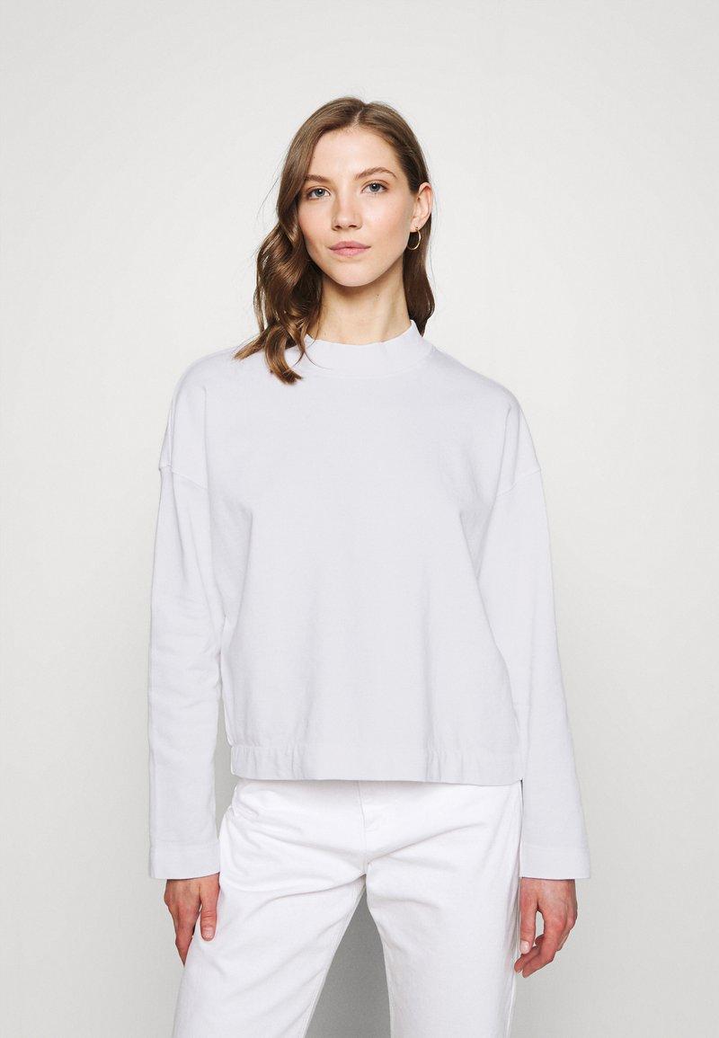 Dedicated - LOOSE LERDALA - Sweatshirt - white