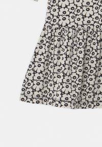 Marimekko - KULTARINTA PIKKUINEN UNIKKO - Jersey dress - black/off white - 2