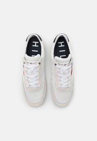 Tommy Hilfiger - ESSENTIAL RUNNER - Trainers - white - 3