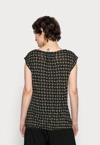 Opus - STROLCHI ABSTRACT - T-shirt imprimé - soft moss - 2