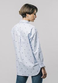 Brava Fabrics - YOKO PRINTED - Button-down blouse - blue - 2