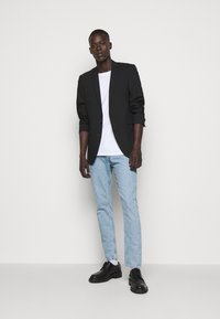 CLOSED - COOPER TAPERED - Jeans Tapered Fit - light blue - 1