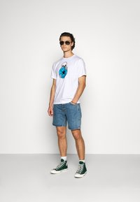 Converse - CHUCK PATCH SKULL TEE - T-shirt con stampa - white - 1