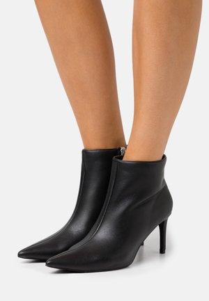 POINTY STILETTO  - Kotníková obuv - black