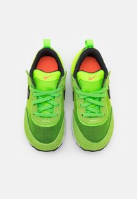 Nike Sportswear - WAFFLE ONE UNISEX - Trainers - electric green/black/mean green/hyper crimson - 3