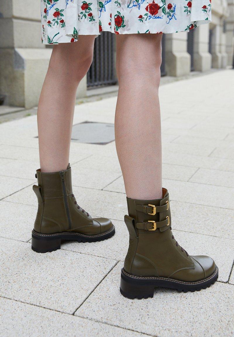 See by Chloé - MALLORY LACE UP - Šněrovací kotníkové boty - khaki
