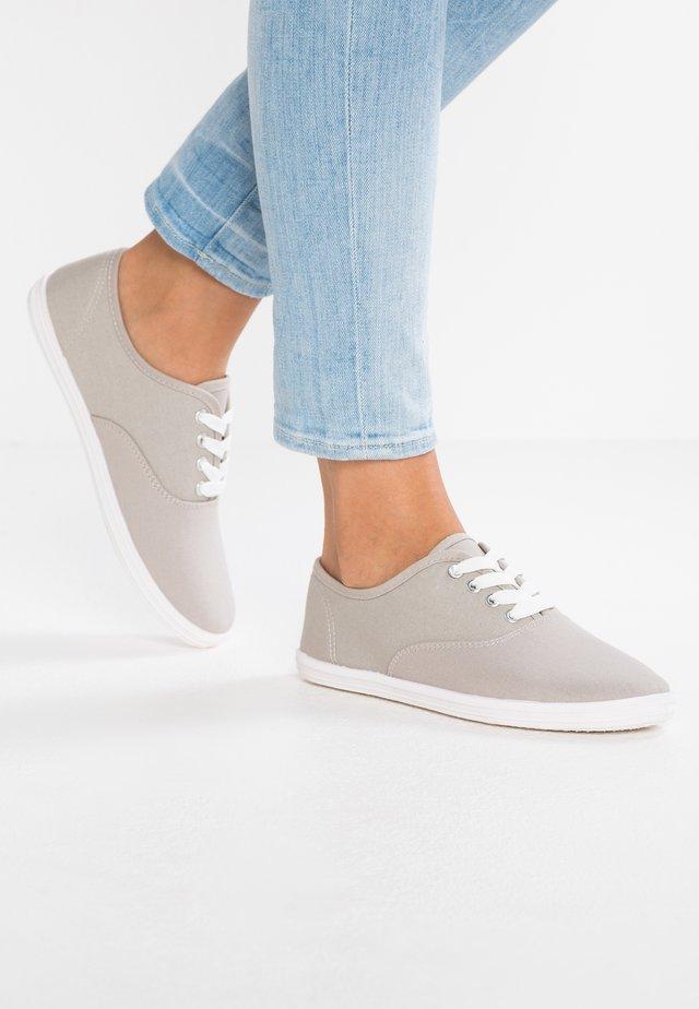 Baskets basses - light grey