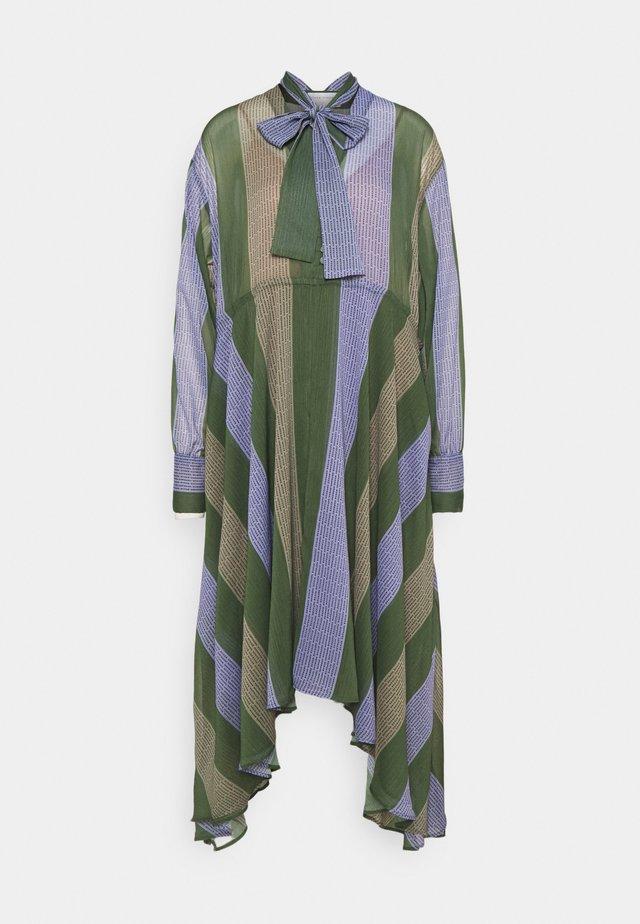 KOCCA - Pletené šaty - khaki