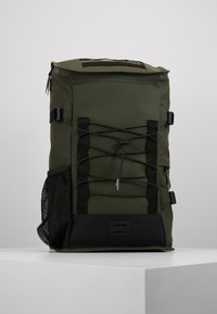 Rains - MOUNTAINEER BAG UNISEX - Rygsække - green - 0