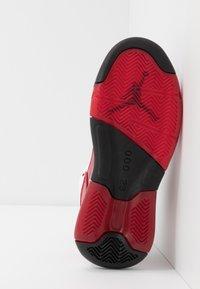 Jordan - MAXIN 200 - Basketbalové boty - white/black/gym red - 5