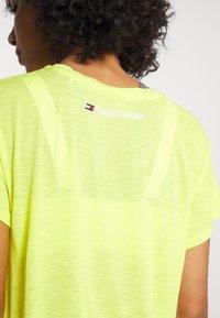 Tommy Sport - PERFORMANCE - Print T-shirt - green - 5